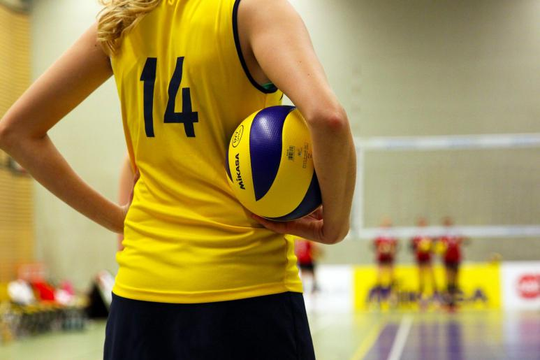 Ein Bild von einer Volleyballspielerin